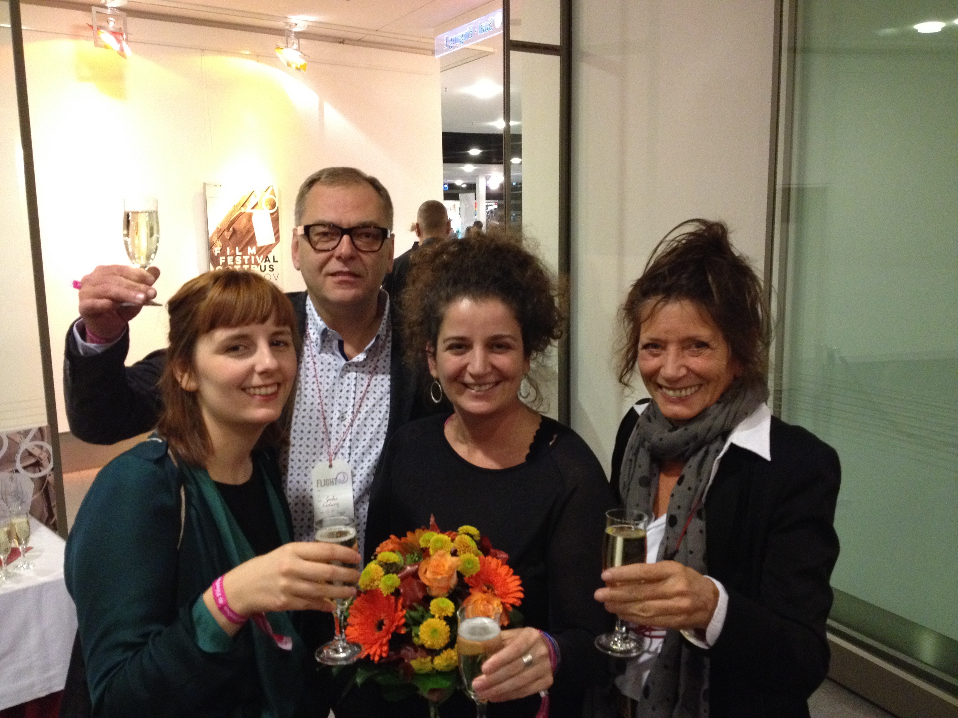 Judit Stalter, Produzentin, nahm den Preis unserer Jury entgegen, 3.v.l.